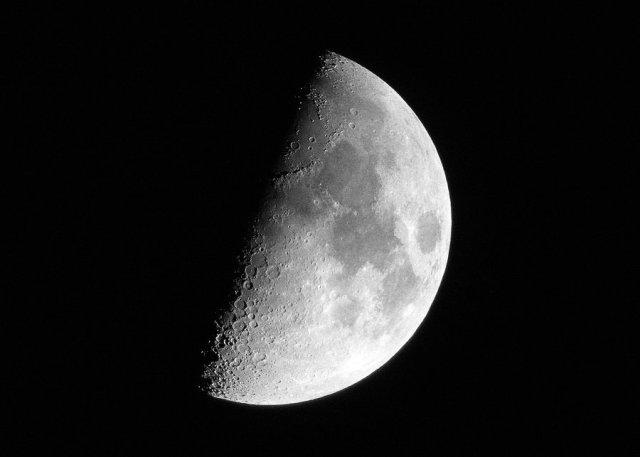 half_moon_by_stormpenguin